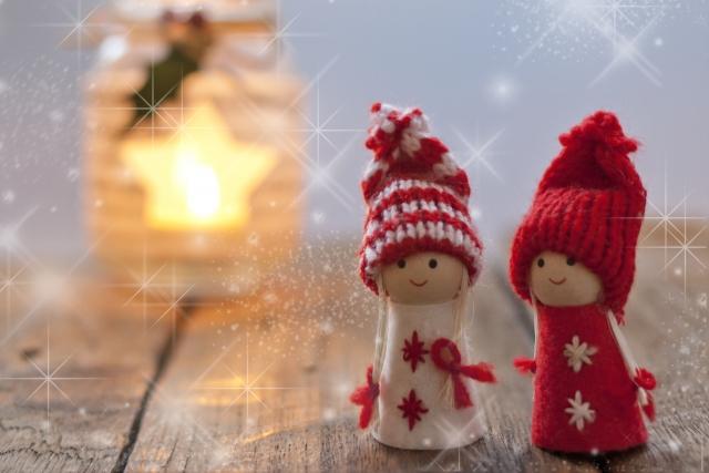 北欧風の2人の子供の人形