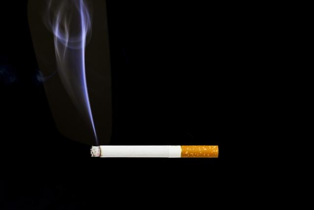 タバコから出る煙